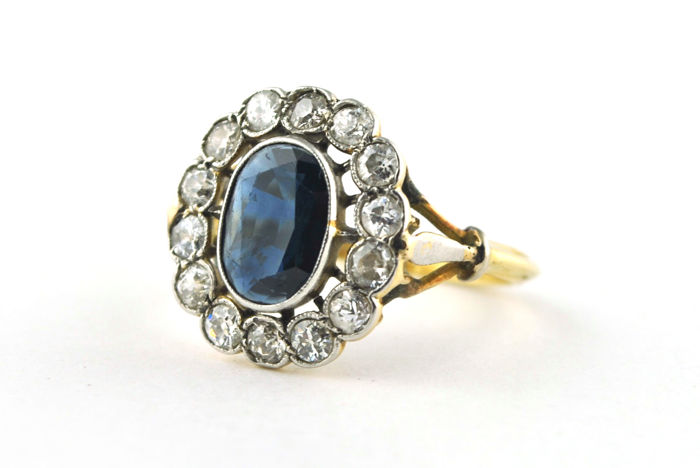"Antique ""Lady DI"" Ring with Antique Oval cut Natural Sapphire (1.50-2.00ct) & Diamonds tot. 1.30-1.50ct set on 18k Yellow Gold"