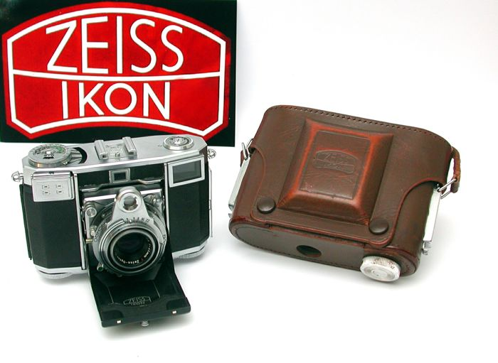 Zeiss Ikon Contessa-35 with Opton-Tessar and bag