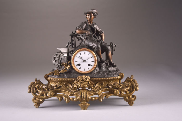 Lovely bronze clock, Zamak statue depicting a blacksmith - movement with MEDAILLE DE BRONZE - France, 1850