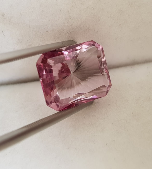 Natural Pink topaz - 6.66 carats –  Fine colour quality