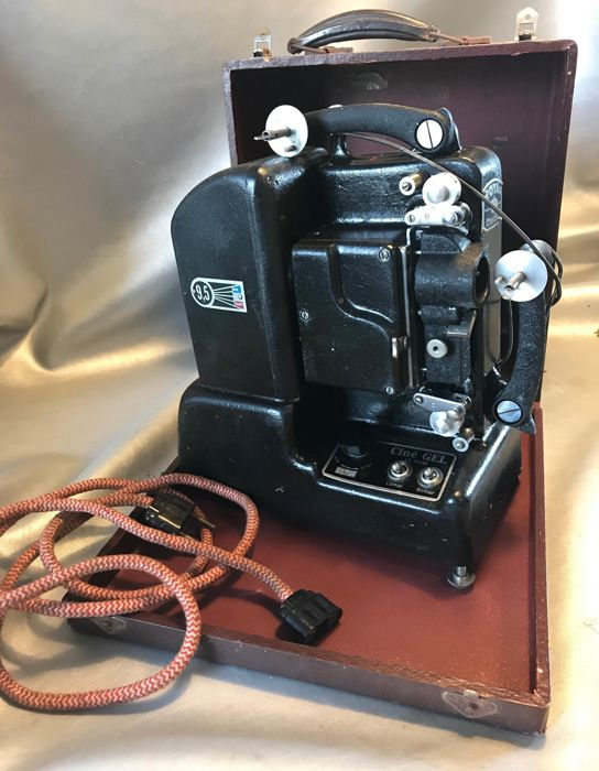 Royal Cine Gel 9.5 mm projector in wooden case - Le Mans, Frankrijk, circa 1948