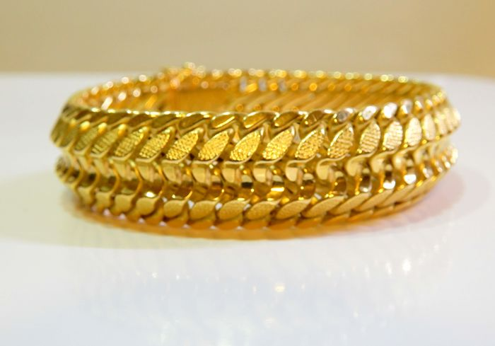 Bracelet in perfect condition, all in 18 kt gold, length 19 cm, weight 40.26 g
