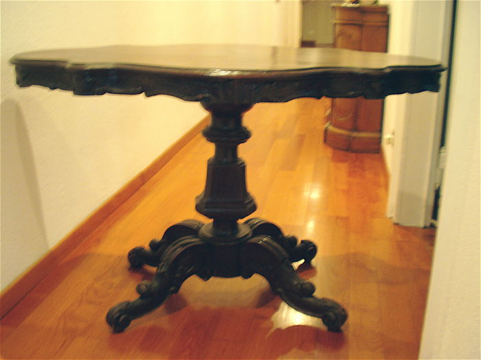 Louis Philippe walnut table Mid-19th century