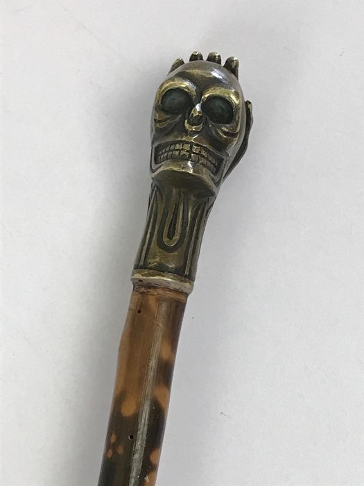 Wooden flamed walking stick with a bronze skull - 20th century