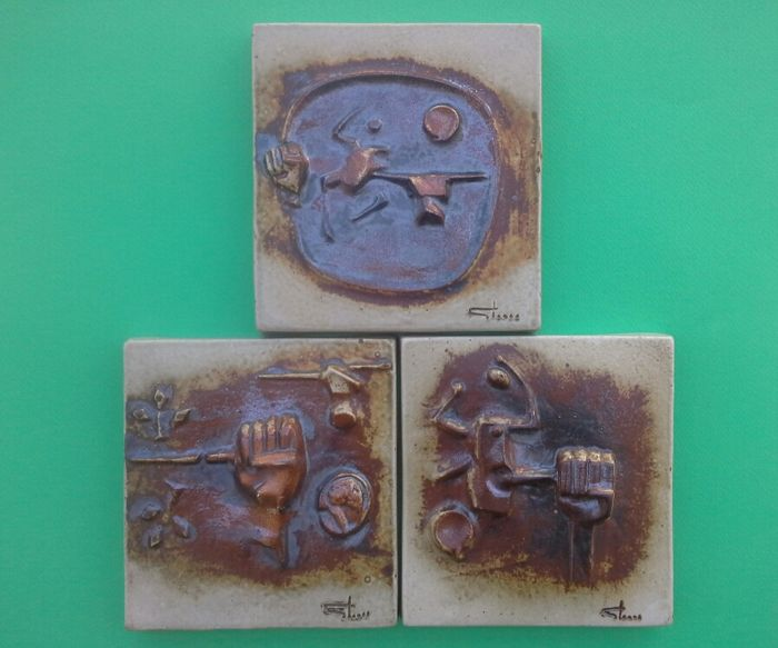 Claes Thell ( 1943 ) - Lot of 3 wall pottery plaques / limited edition