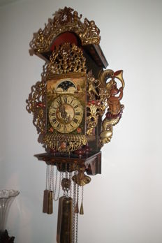 Frisian stool clock with twisted pillars and moon phase - Christian van der Klauw - 1970