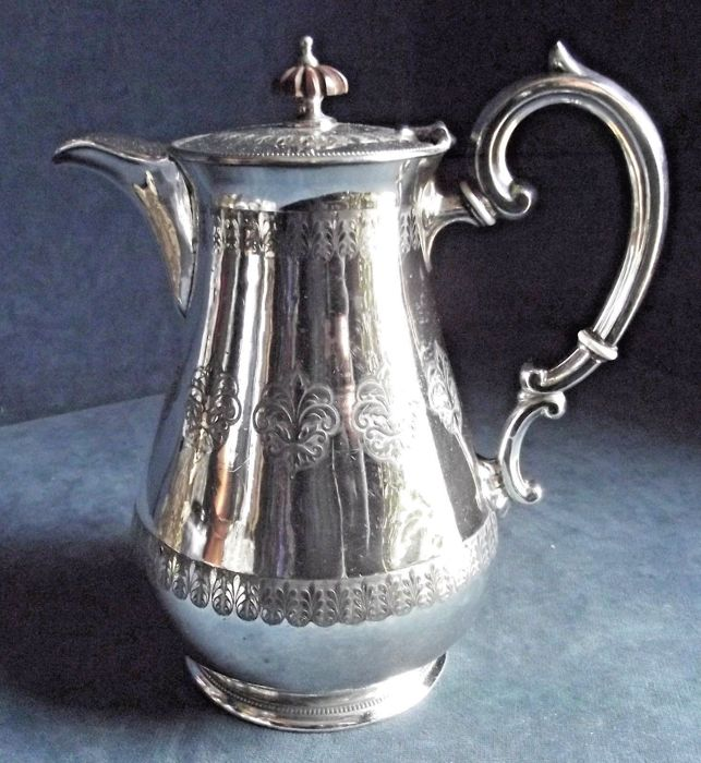 Antique bulb-shaped wine pot - silver plated - circa 1890 - by William Harrison