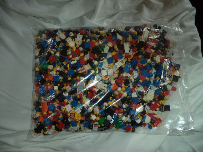Assorted - 540 Lego mini figures