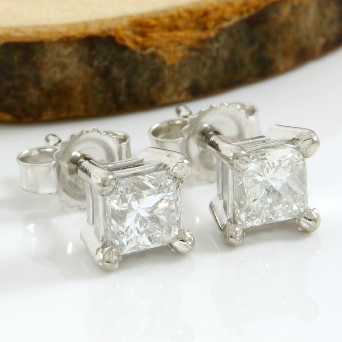 14k White Gold Stud Earrings Set with 1.05 ct H-I,SI1 Diamond