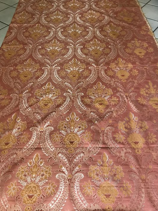 5.60 meters of pink damask fabric in Louis XV style - Italy - 20th century - loom woven