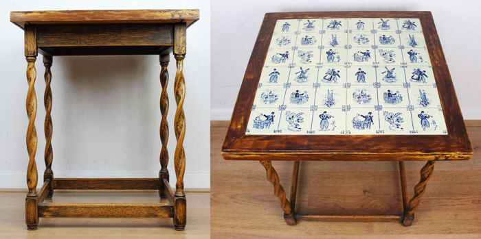 A vintage side table with twisted legs and table top with Delft blue