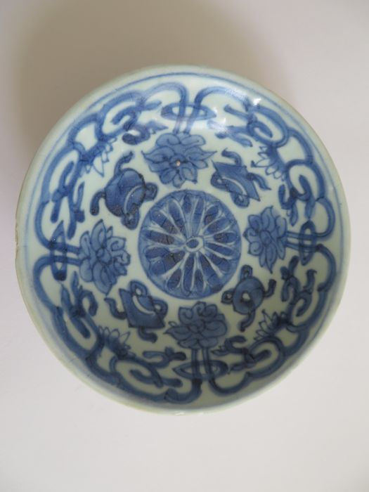 Chinese blue and white porcelain dish with rich flower and ritual objects decoration - 142 X 36 mm