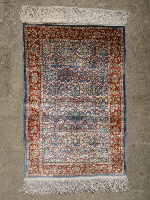 Hereke silk, Turkey Approx. 100 x 67 cm