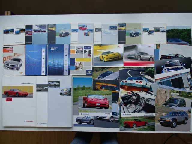 1997 - 2008 - CHEVROLET Corvette, Camaro, Blazer, Tahoe, etc  - Mixed lot of 8 Media information kits, 7 CDroms & 30 factory photos