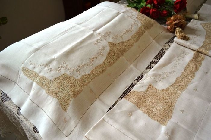 Rich pure 100% linen bedsheet with handmade satin stitch and Cantu lace embroidery
