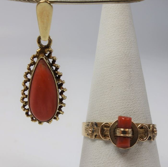 14 k gold ring and pendant with red coral - 18.5 / 59 mm