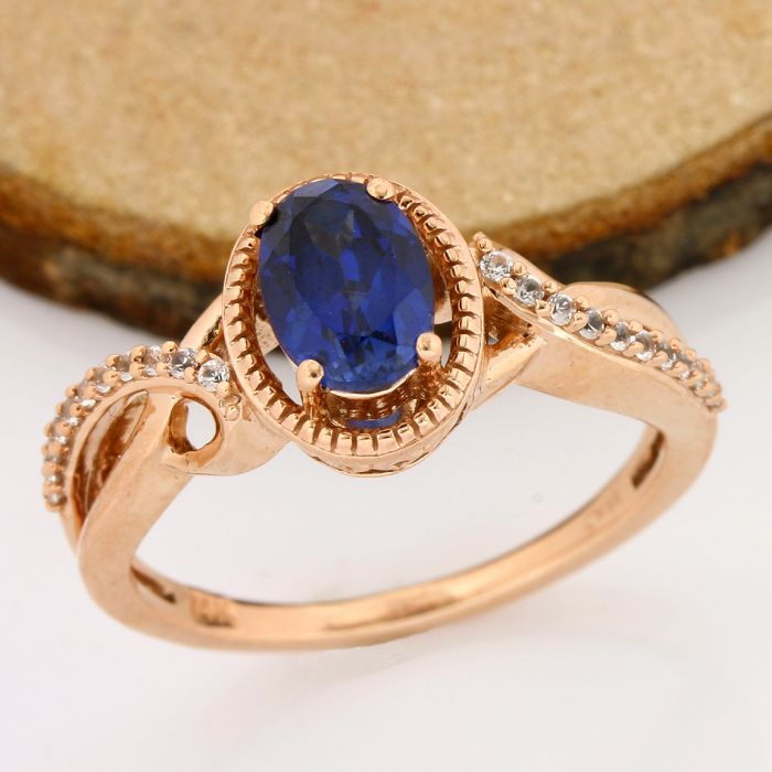 No Reserve Price - 14 kt Rose Gold - 1.75ct Oval Cut Iolite, 0.12ct Round Cut White Sapphire Ring; Size: 7