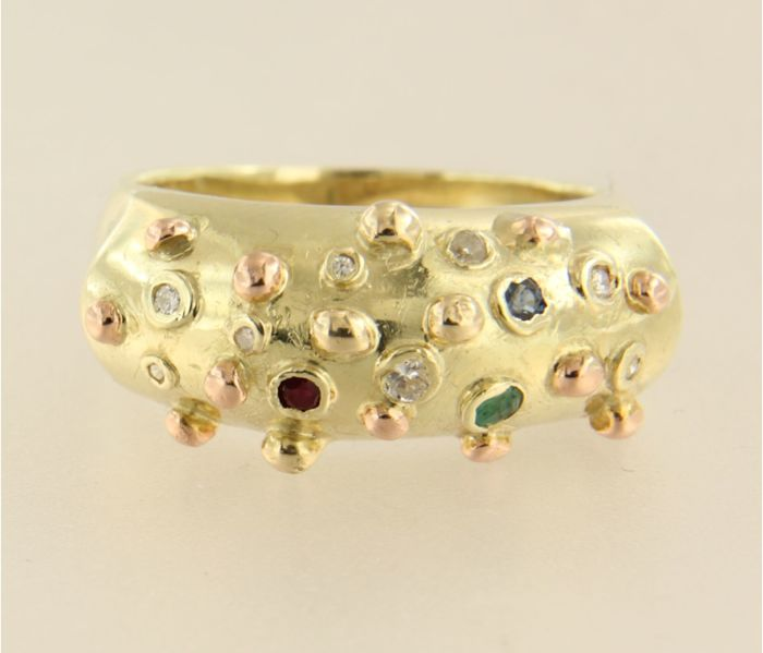 14 k bicolour gold ring set with sapphire, ruby, emerald and diamond ring size 19 (59)