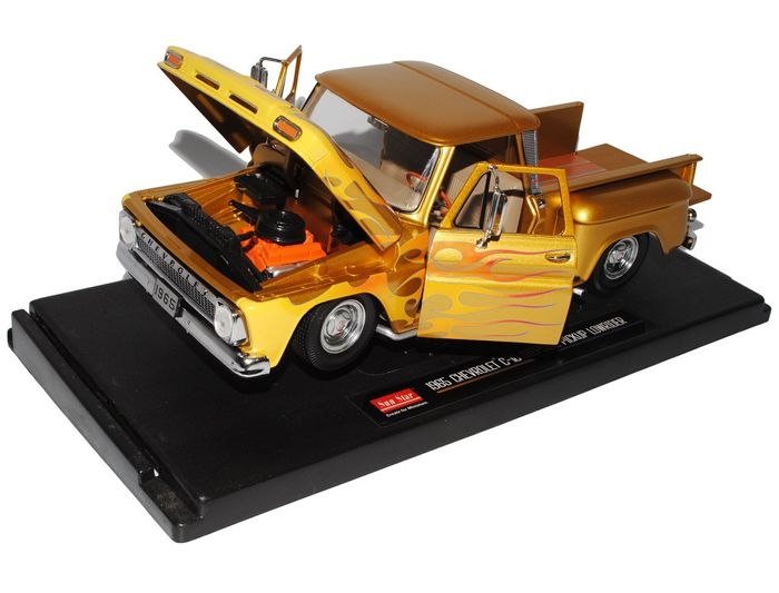 Sun Star - Scale 1/18 - Chevrolet C-10 Stepside Pickup Lowrider 1965