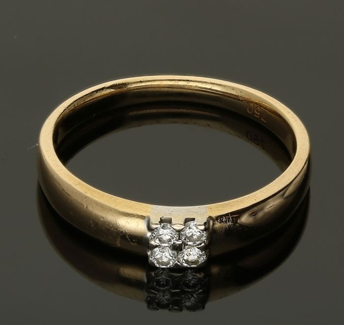 18 kt - Yellow gold ring, set with 4 brilliant cut diamonds of approx. 0.08 ct in total - Ring size: 17.5 mm