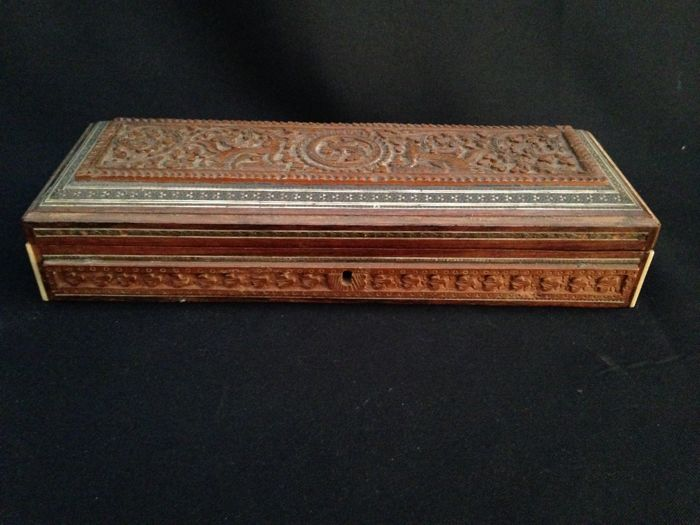 Anglo-Indian carved Jewelry Box - India - first half 20th Century