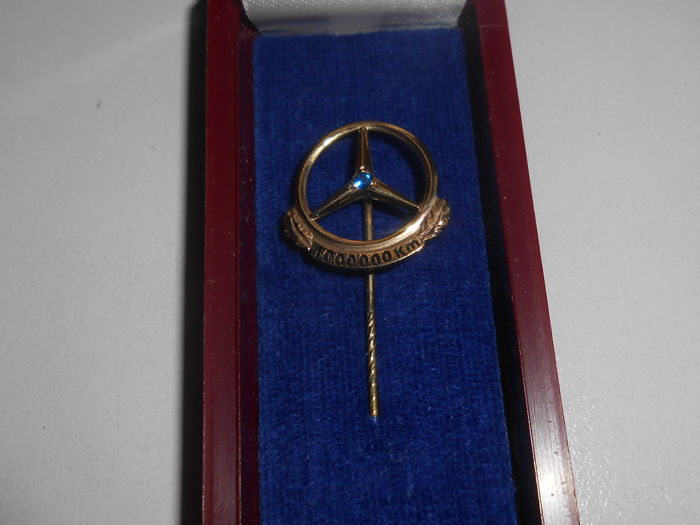 Mercedes Benz - pin 1,000,000 km - 333 / 8 carat gold with Sapphire - about approx. 1960 - 1980