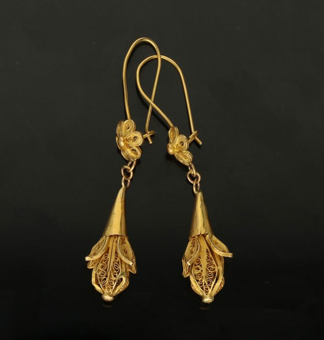 14 k - yellow gold antique earrings - Length x width: 4 x 0.7 cm