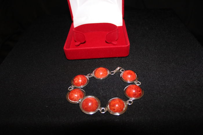 Women's semi rigid bracelet with coral and 925/1000 silver, indecipherable hallmarks, second half of the 20th century
