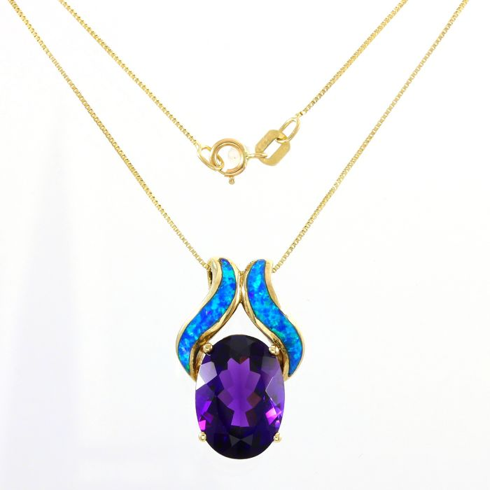 No Reserve Price - 14kt Yellow Gold 6.00ct Oval Cut Amethyst, Custom Cut Opal Pendant Necklace - 45 cm