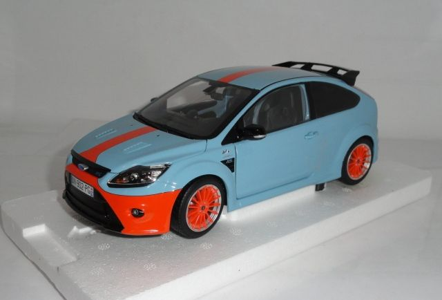 Minichamps Scale 1 18 Ford Focus Rs 2010 Tribute Ford Gt40 1968