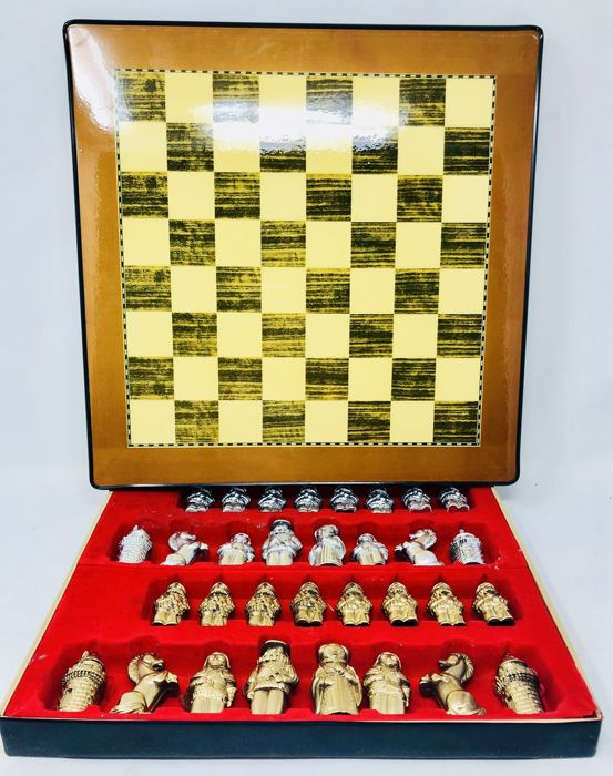 Renaissance army chess board with exhibitor