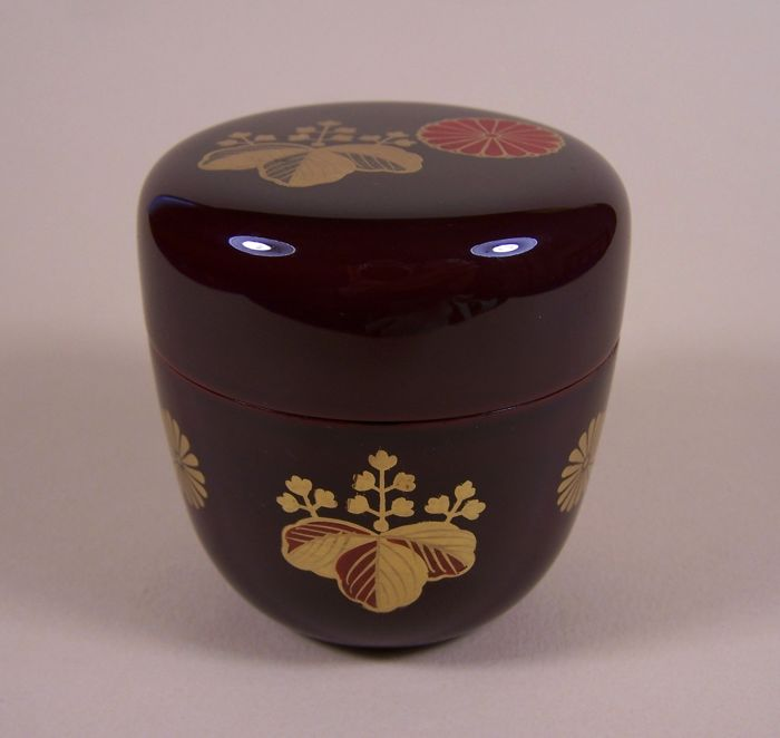 A lacquer ware on wood ('urushi') lidded tea powder container ('cha-ire') - Japan - ca. 1975 (Late Showa period)