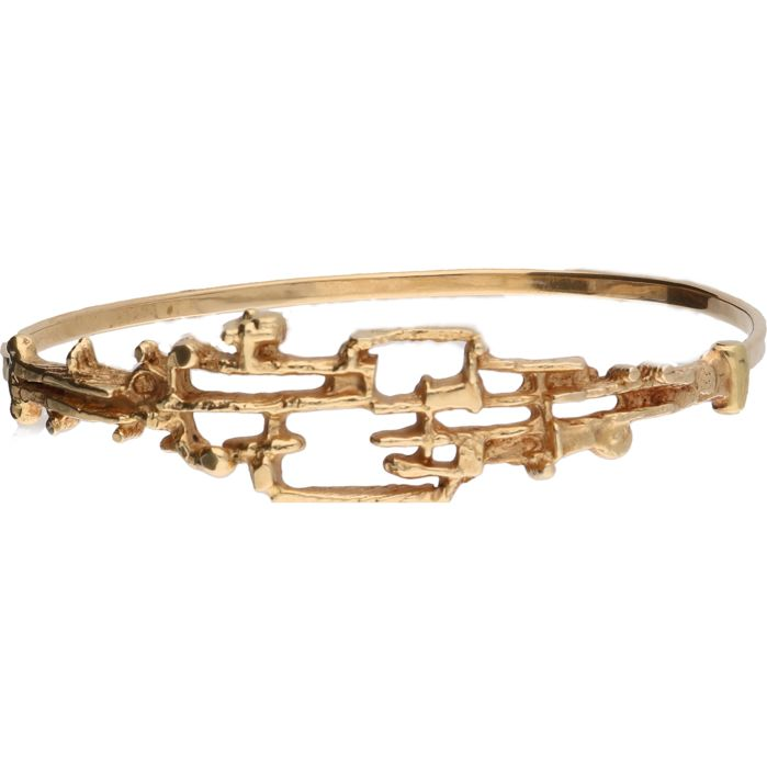 14 kt Yellow gold design bangle by Ton van der Hout. Size: 57 mm x 50 mm
