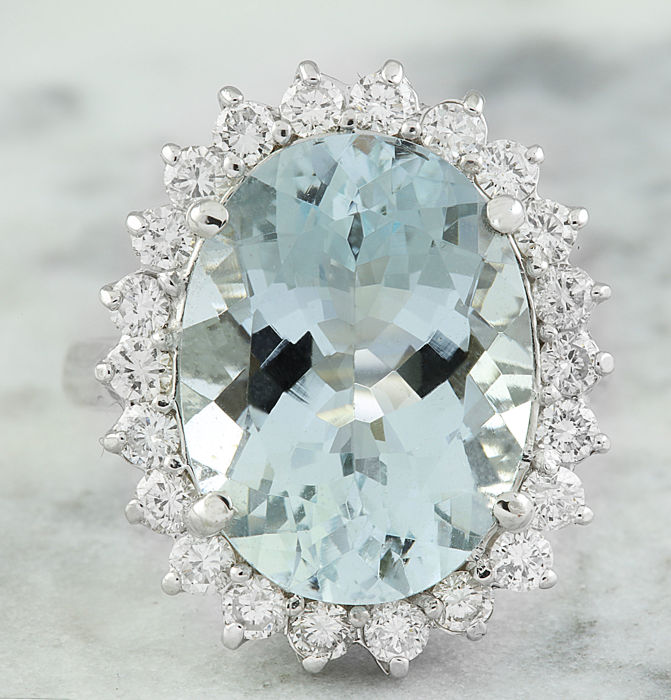 8.88 Carat Aquamarine 14K Solid White Gold Diamond Ring  *** Free shipping *** No Reserve *** Free Resizing
