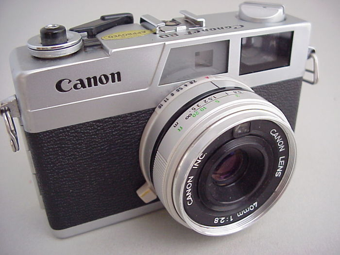 Canon rangefinder camera Canonet 28 by Canon, from 1971, with 40 mm lens 1 : 2.8