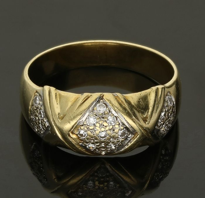 14 kt - Yellow gold ring set with 19 brilliant cut diamonds of approx. 0.095 ct in total - Ring size: 17.5 mm