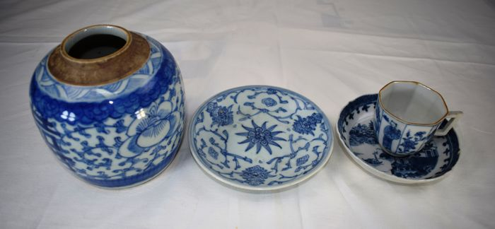 Porcelain set of three - China - Late 17th and 19th century