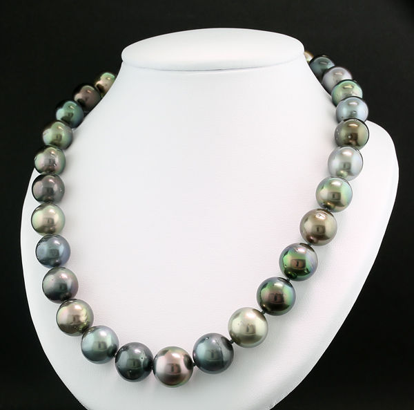 Tahiti pearl necklace natural colours 12 to 15 mm Top Lustre 585 Yellow Gold --- NO Reserve Price ---