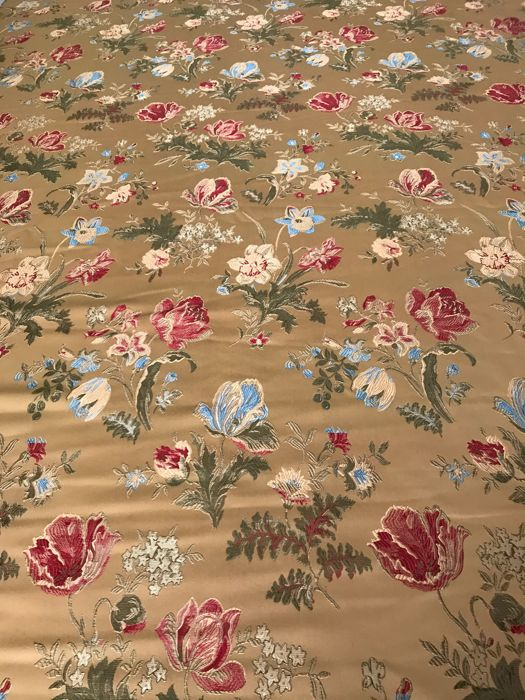 "5.60 metres of fine ""San Leucio"" golden damask lampas fabric, loom woven - 20th century"