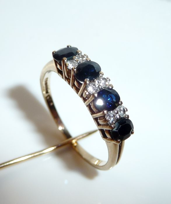 Ring made of 9 kt / 375 gold 3 transparent blue sapphires + 6 diamonds of 0.18 ct, ring size 58 / 18.4 mm; no reserve price