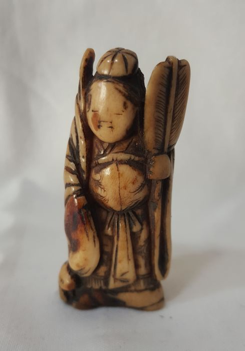 Netsuke in horn - Benten with fan - Japan - End of XVIII century (Edo Period)