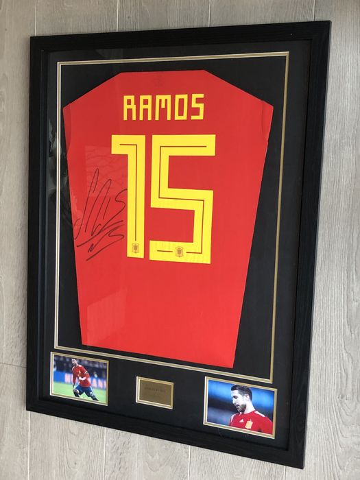 Sergio Ramos signed framed Spain home World Cup 2018 shirt with photo of the moment of signing and COA