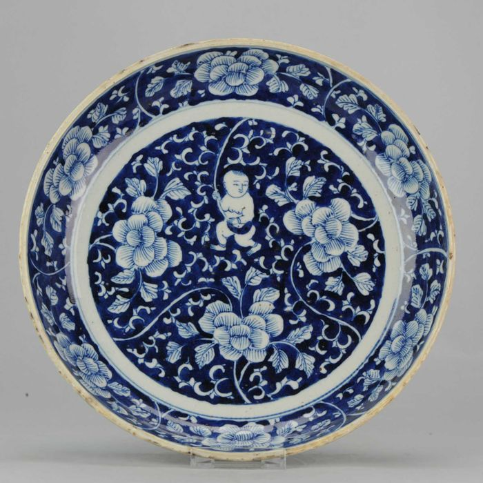 Porcelain Plate with Buddhist Boy -  China - 19/20th century ( Late Qing/Republic )