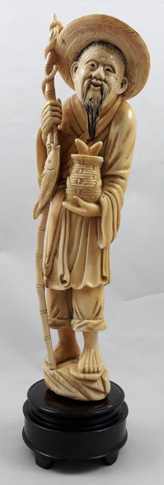 Carved ivory sculpture on round wooden base - China - late 19th century