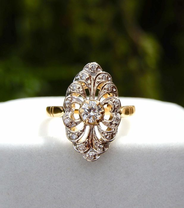 Art Nouveau ring in gold lace and diamonds of 0.39 ct. on 2-tone 18 kt gold