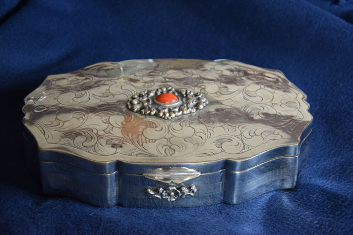 Shaped trinket box in silver plated metal and coral, late Baroque style, Italy, late 19th century