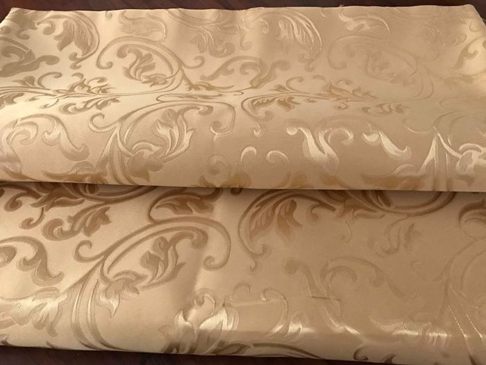 5.50 meters of wonderful golden San Leucio damask fabric with golden threads in Louis XV style