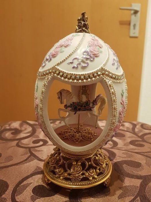 Franklin Mint - House of Faberge merry-go-round music - egg