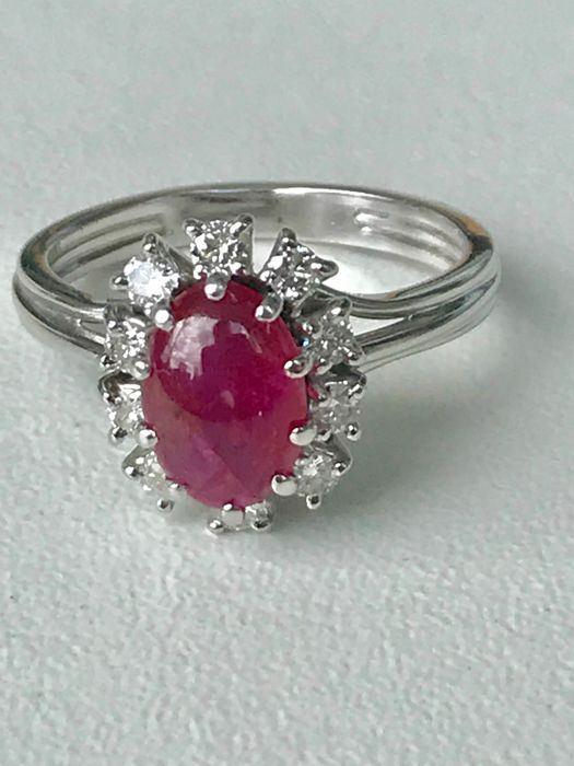 Daisy ring in 18 kt white gold set with a ruby and diamonds totalling 1.50 ct - size 54/17.20 mm ** no reserve price **