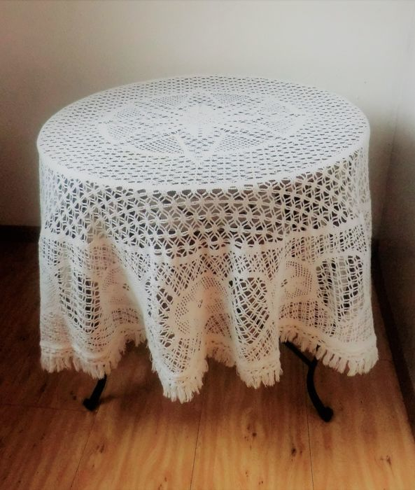 Bric-à-brac crochet flower of life in a round tablecloth